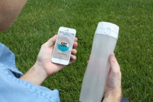 Garrafa 'hi-tech' avisa quando é hora de beber água